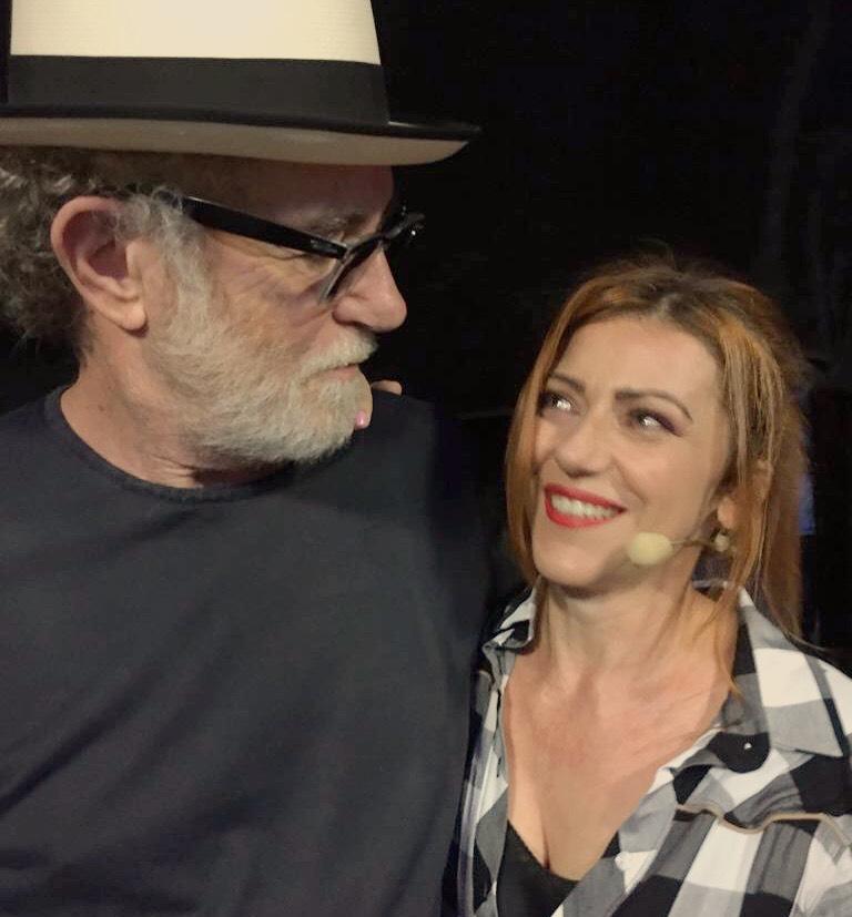 Ecco il racconto di quando Francesco de Gregori fa il suo concerto alla Triennale di Milano in apertura del mio monologo...la foto è il momento del cambio dietro le quinte, tra me e lui!
