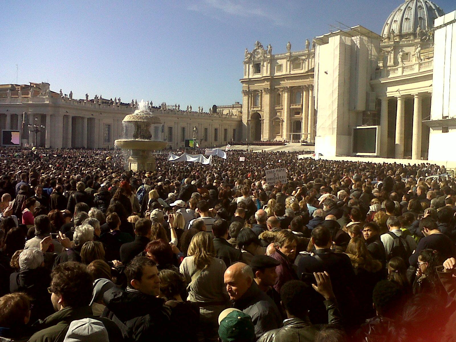 L'ultima volta del Papa a piazza San Pietro, con 200 mila persone