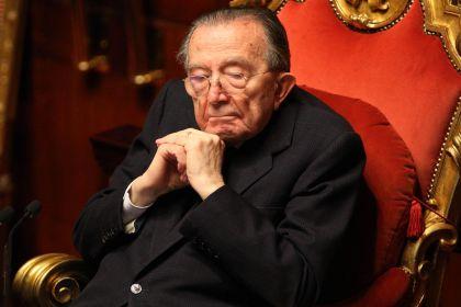 Ai funerali di Andreotti: tra la vecchia Dc, Totti, i nuovi politici, e per le strade di Roma…