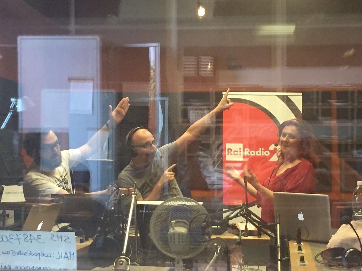 Le dirette su Rai Radio2, seguendo l'evolversi della tragedia #terremoto