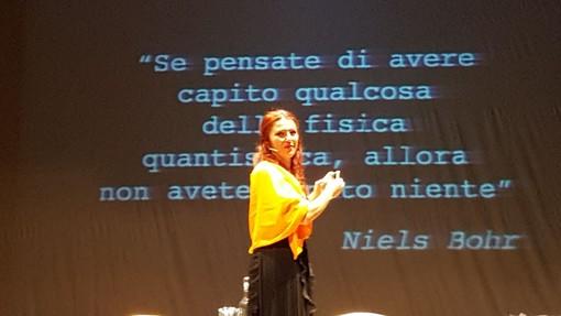 Sono stata citata sull'Huffington Post come riferimento a Milano per il racconto della fisica a teatro…che soddisfazione! Ho altre novità…