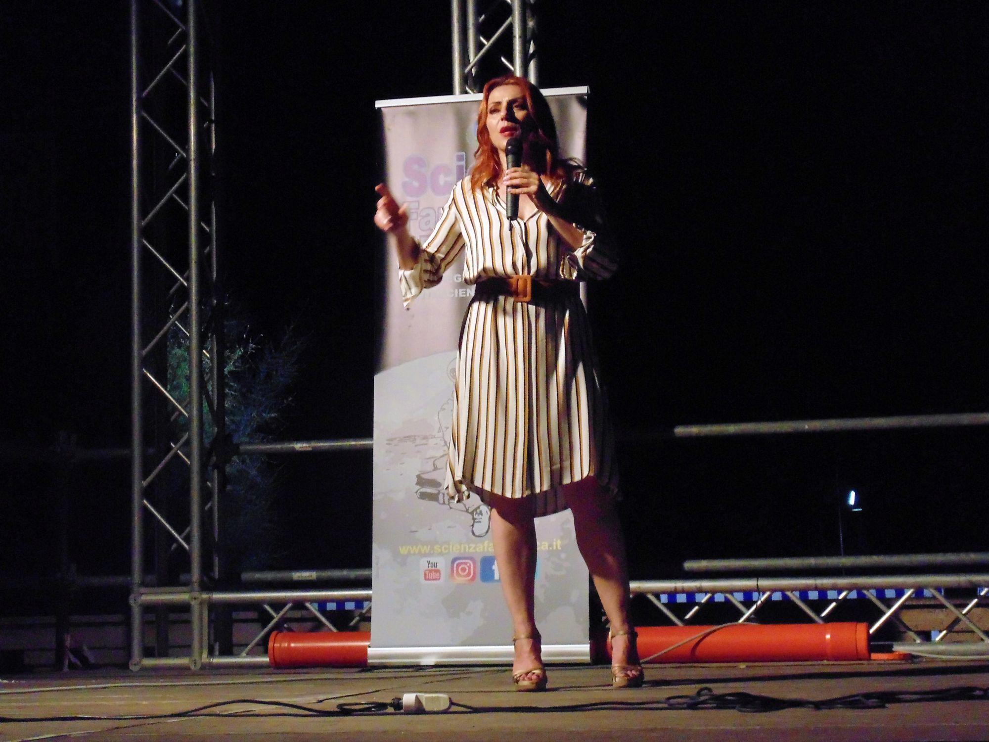La serata in piazza a Spotorno, sul lungomare…a parlare di fisica con un pubblico immenso!