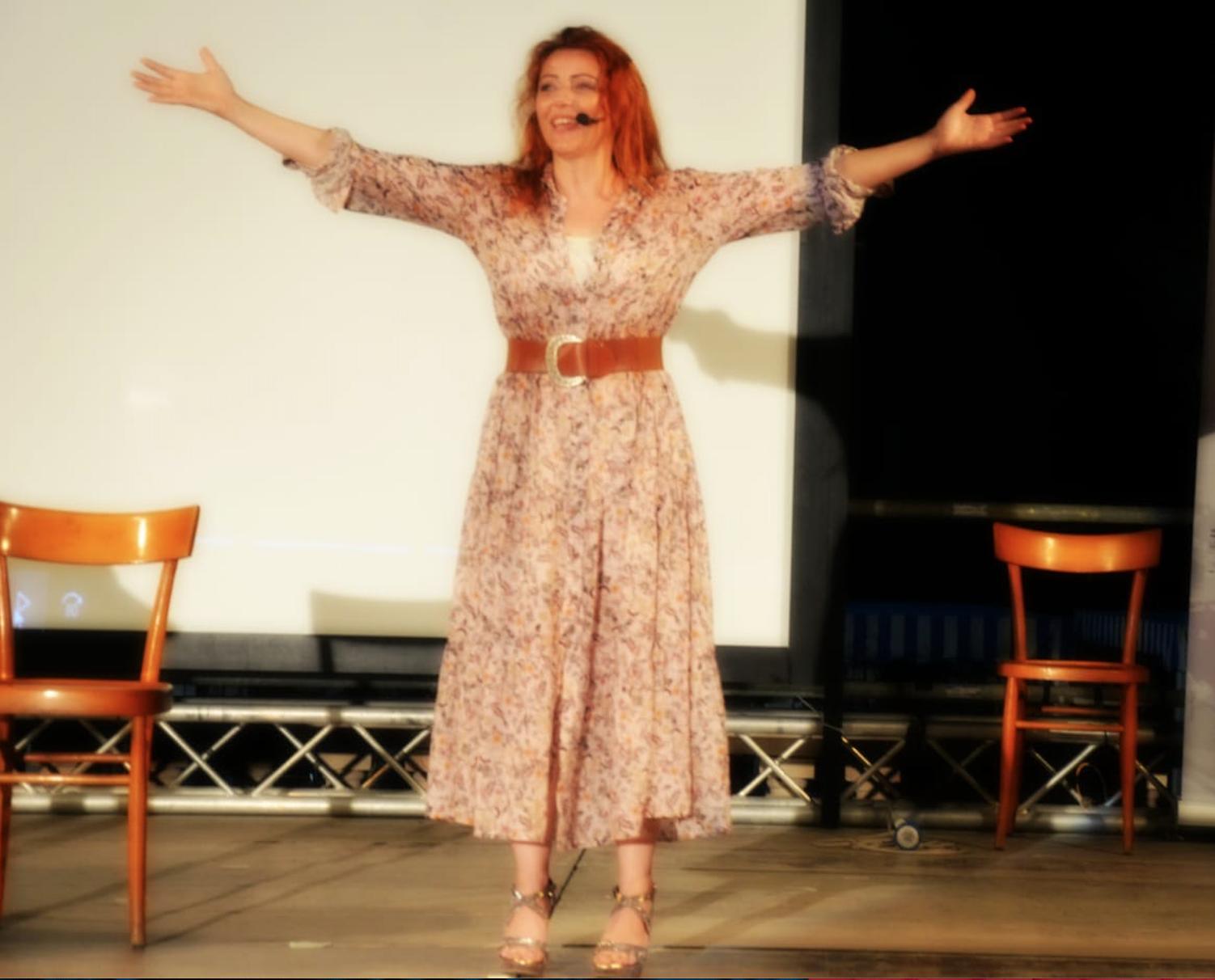 Bella serata a Spotorno, malgrado i 567 gradi sul palco, con il mio monologo EINSTEIN & ME! Ecco il racconto…