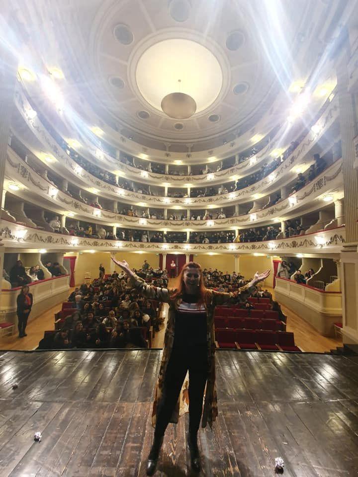 La data a Camogli con il teatro sold out, e i ragazzi che alla fine cantavano la canzone di Otto Hahn scritta da Heisenberg…da brividi!