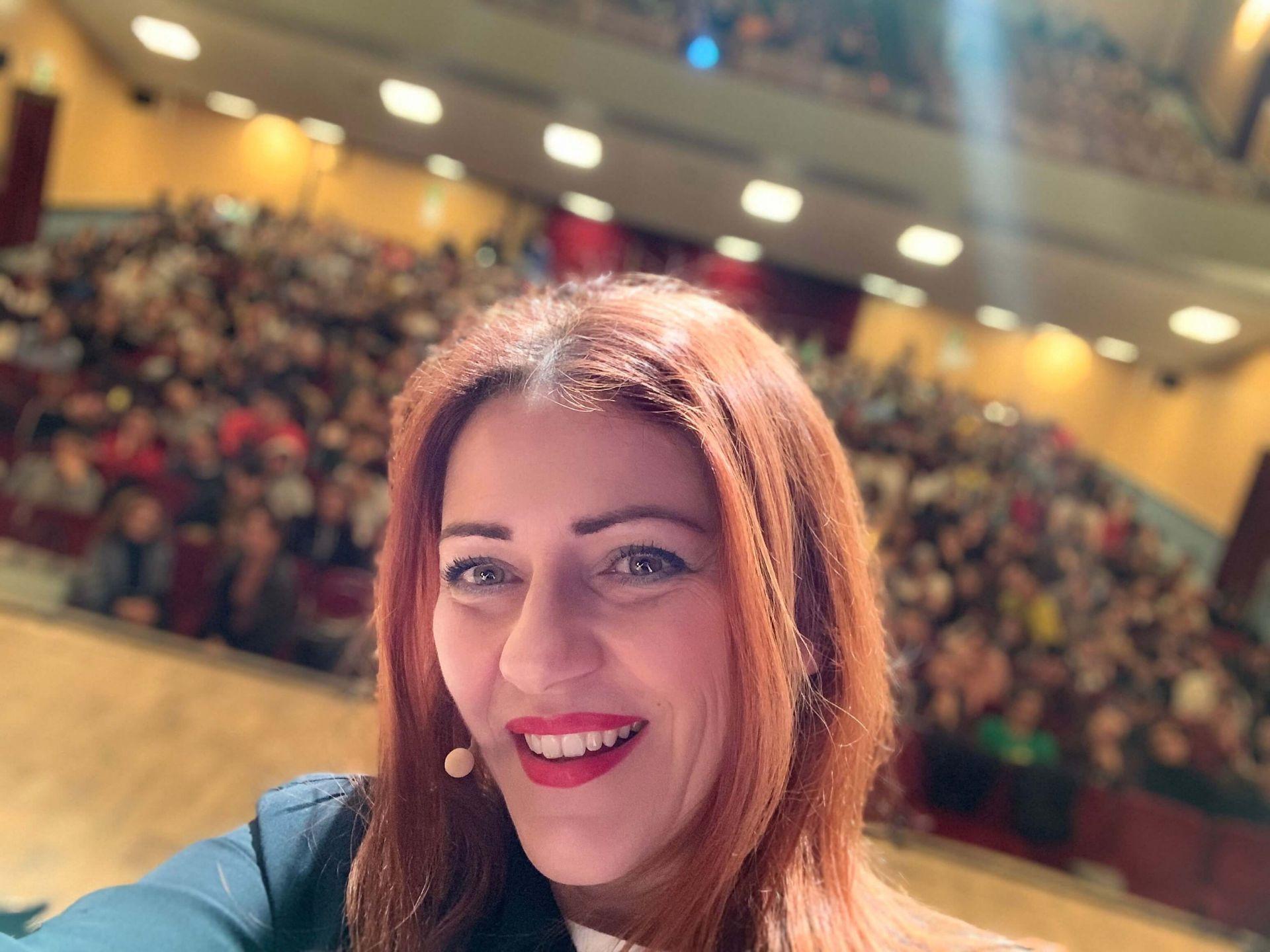 Al Teatro Astra di Schio con il mio spettacolo LA LEGGENDARIA STORIA DI HEISENBERG E DEI FISICI DI FARM HALL con 800 ragazzi…bellissimi!