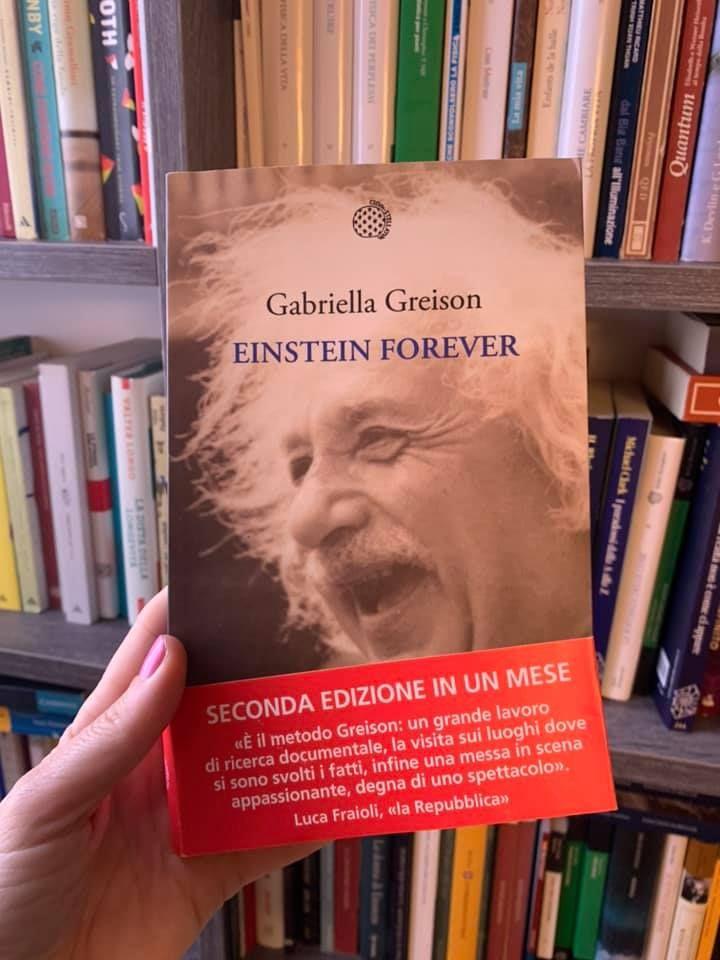 Seconda ristampa per EINSTEIN FOREVER, wow! E ho iniziato a recensire libri scientifici per Tuttolibri, l'inserto della Stampa…ecco la prima!