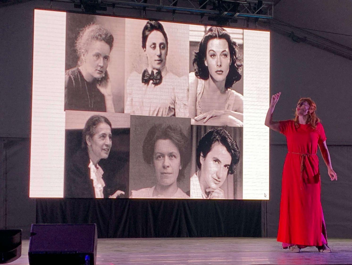 """Con il monologo """"Sei donne che hanno cambiato il mondo"""" a L'Aquila…bella serata!"""