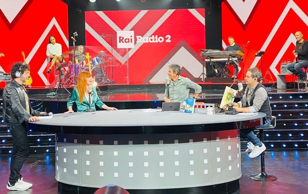 """Ospite di RaiRadio2 e in video anche su Rai2…per il debutto di """"Ucciderò il gatto di Schroedinger"""", intervistata da Luca Barbarossa, con Max Gazzè"""